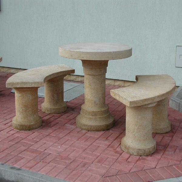 Zahradní stoly a sezení